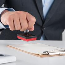 公司经营当中通常需要各类印章作为相关手续确认签署使用,一般常用印章包含法人章,公章,财务章,发票章等。