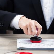 公司注销是指当一个公司宣告破产,被其它公司收购、规定的营业期限届满不续、或公司内部解散等情形时,公司需要到登记机关申请注销,终止公司法人资格(经营主体)的过程。