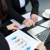 根据公司特点和行业特色,全方位考虑,满足个性化需求定制设计开发网站,为您构建更具吸引力和品牌感的专属独立个性化网站。